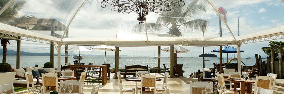 Vista para o mar de Jurerê do restaurante Alameda dos Sabores, anexo à Pousada dos Sonhos em Florianópolis.
