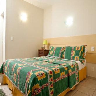 O Flat Atlântico da Pousada dos Sonhos possui uma cama de casal e um sofá cama, perfeito para pequenas famílias em busca de uma opção mais econômica!