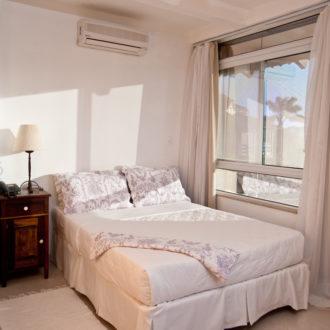 A Cabana Luxo também oferece opções regulares para quem não se importa com detalhes e quer apenas gozar do confroto à beira mar que a Pousada dos Sonhos oferece.