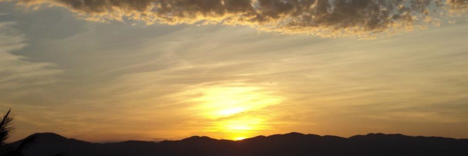 Primeira imagem do post do dia 20 de Junho de 2016 da Pousada dos Sonhos: pôr do sol com vista para o mar de Jurerê em Florianópolis